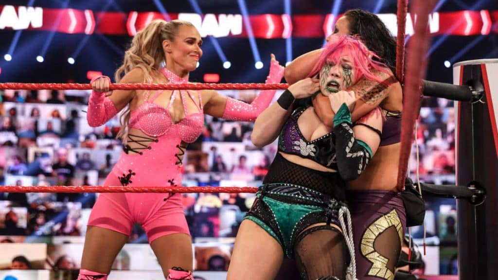 Lana tags herself in on Shayna Baszler