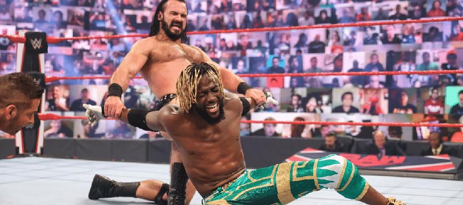 Drew McIntyre stretches Kofi Kingston