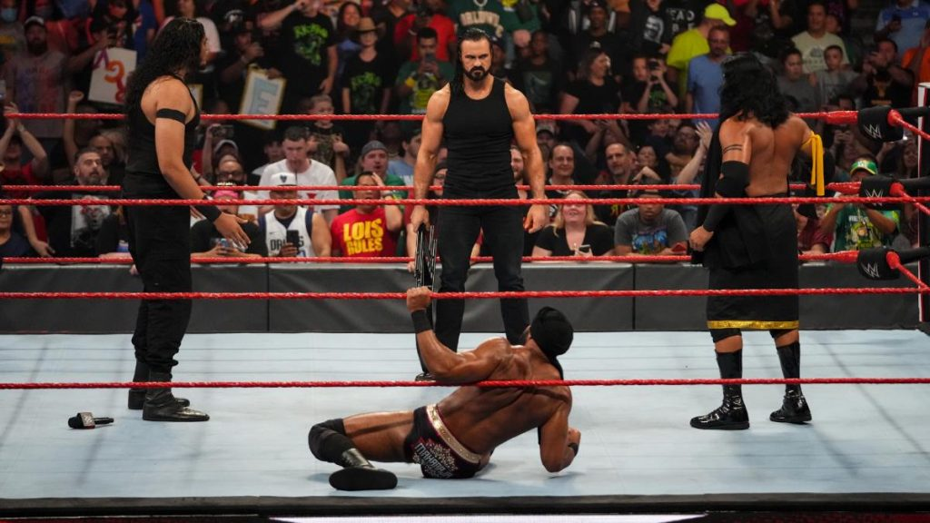Drew McIntyre stands over Jinder Mahal with a chair, Shanky and Veer look on