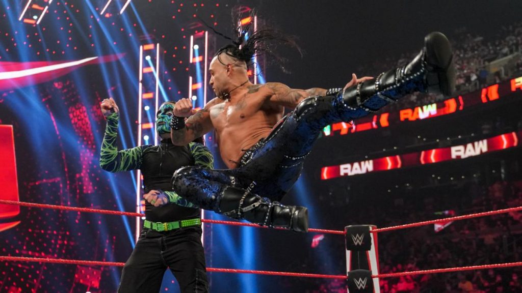 Damian Priest and Jeff Hardy mid-match